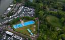 Luchtfoto van het Wantijbad en het Wantijpark in Dordrecht.