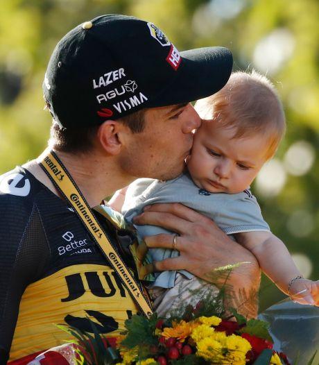 L'image adorable du podium du Tour: Wout van Aert célèbre sa victoire sur les Champs-Élysées avec son fils Georges