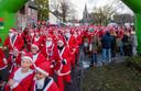 De kerstmannen beginnen aan hun race.
