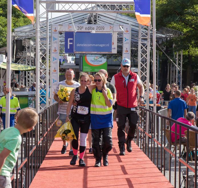 Mayke van Rooij haalt alsnog de finish van De 80 in Waalwijk.