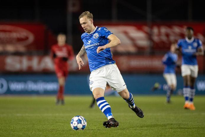 Junior van der Velden, die tegen Jong AZ geschorst was, keert terug in het elftal.