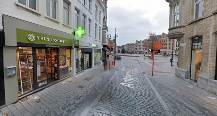 Yves Rocher in de Lierse winkelstraat
