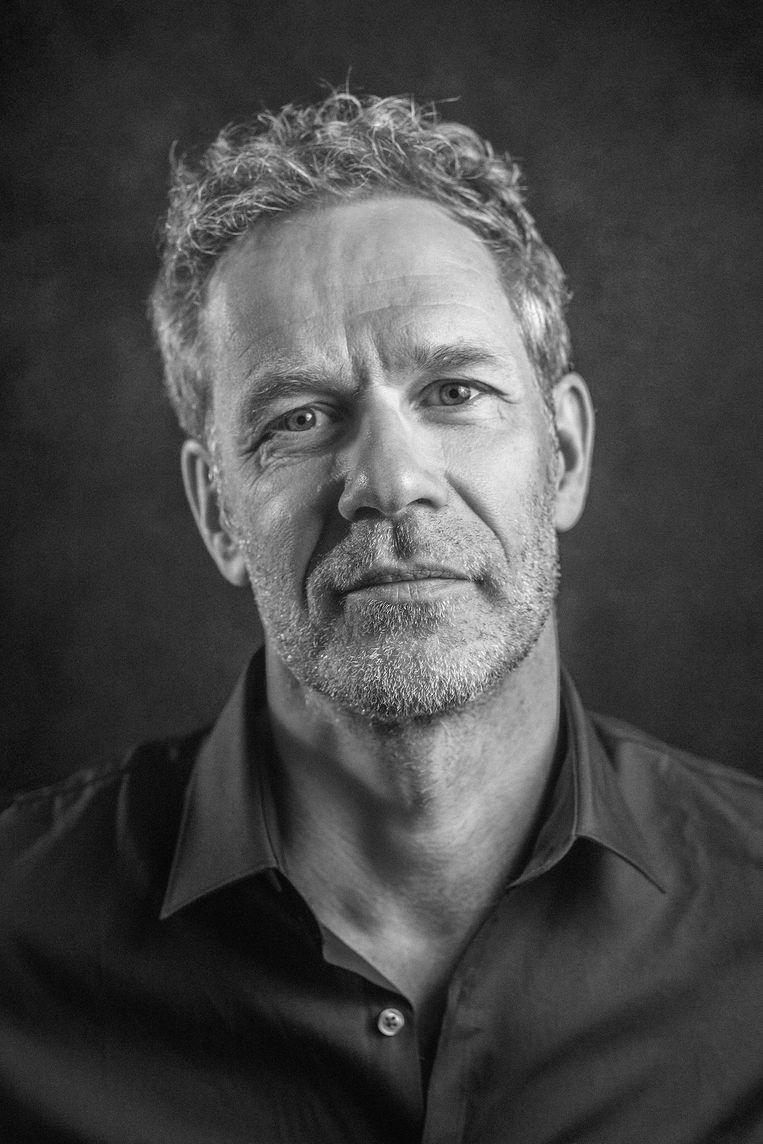 Arthur Umbgrove is schrijver van De wederafbouw van satire en voorzitter van comedyclub en collectief Comedytrain/ Toomler. Beeld