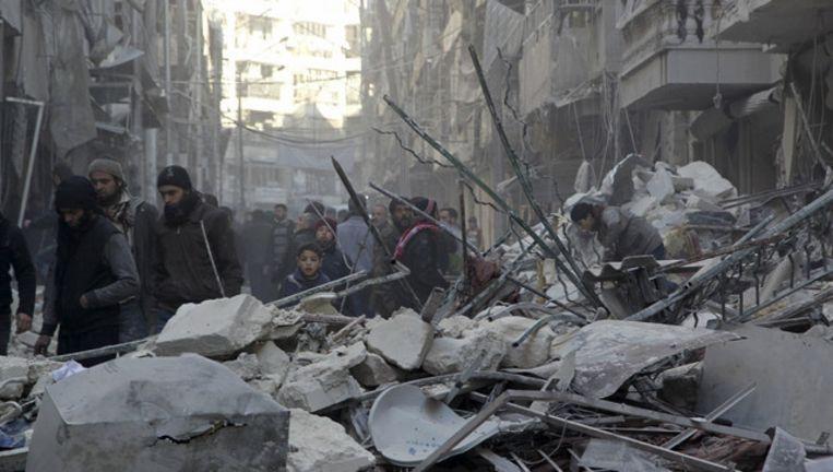 Het door zware bombardementen geteisterde Aleppo. Beeld reuters