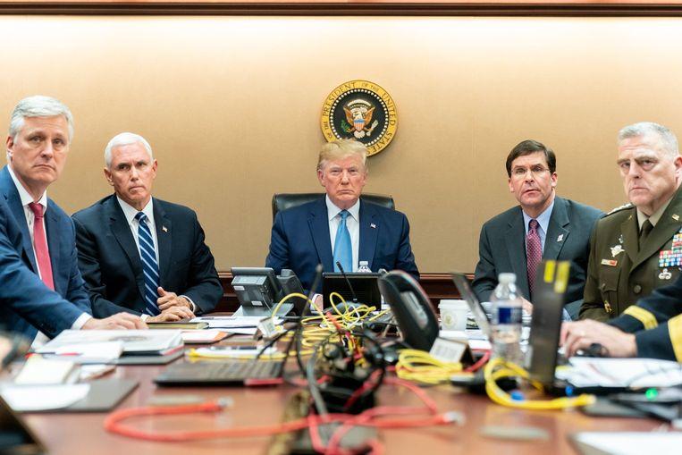 President Trump en zijn staf volgen de operatie om IS-kopstuk Abu Bakr al-Baghdadi te elimineren rechtstreeks in hetWitte Huis.   Beeld Photo News