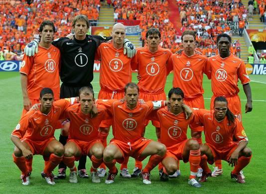 Jaap Stam en De Boer speelden 26 juni 2004 voor het laatst samen in Oranje. De Boer was te geblesseerd om nog mee te doen in de halve finale tegen Portugal, die met 2-1 verloren ging. De Boer kwam tot 112 interlands, Stam tot 67.