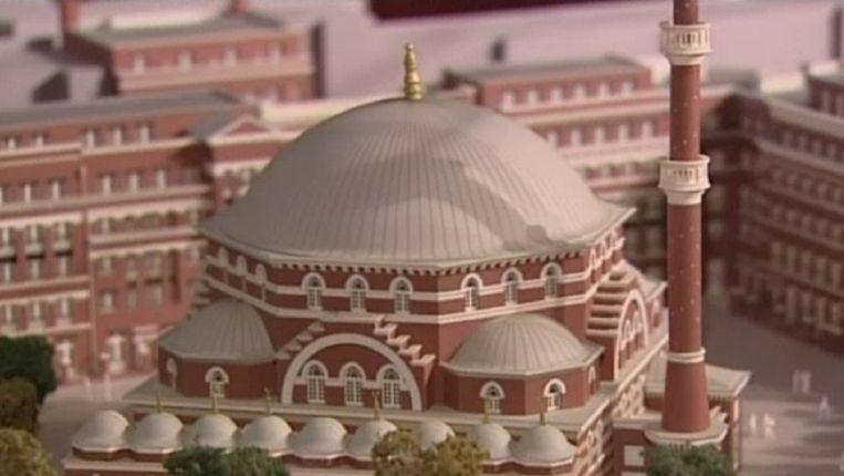 Een schaalmodel van de moskee. Beeld Screenshot AT5
