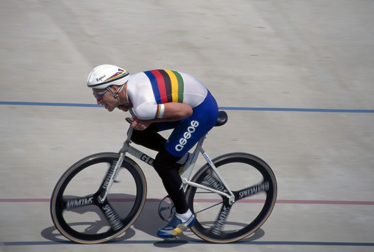 Graeme Obree in actie op Herne Hill Velodrome, circa 1994.   Beeld Getty Images