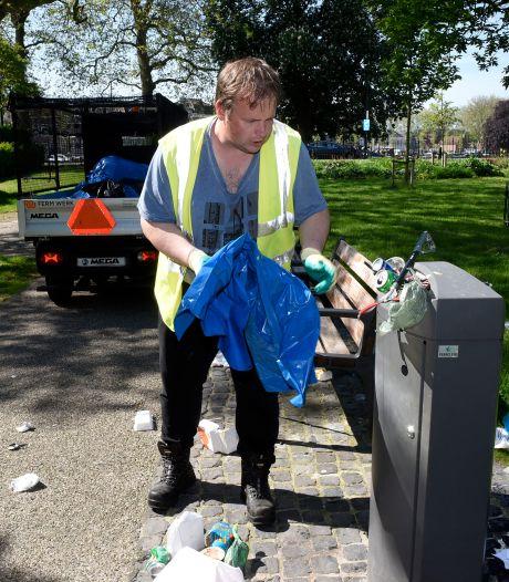 Prullenbakken puilen weer uit na zomerse dagen: 'Als iedereen nou zijn eigen afval meeneemt'