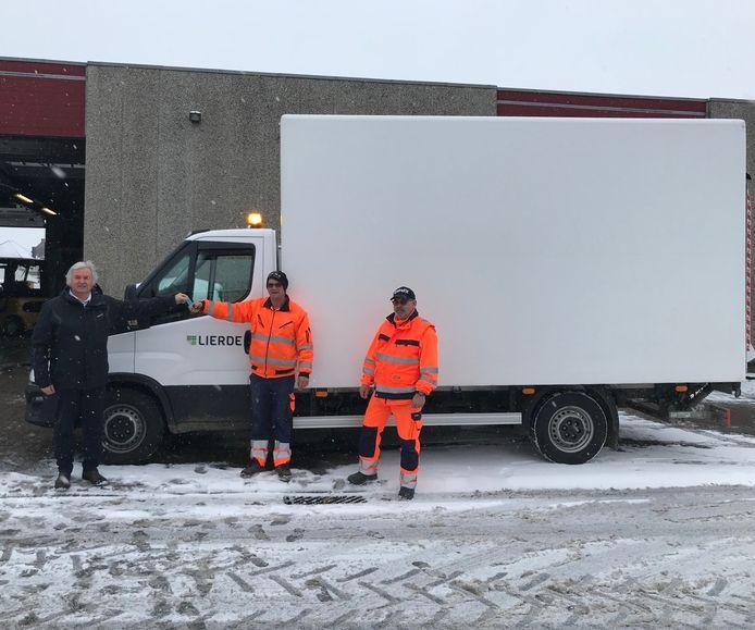 De vrachtwagen deed al dienst bij de inrichting van de vaccinatiecentra in Herzele en Zottegem.