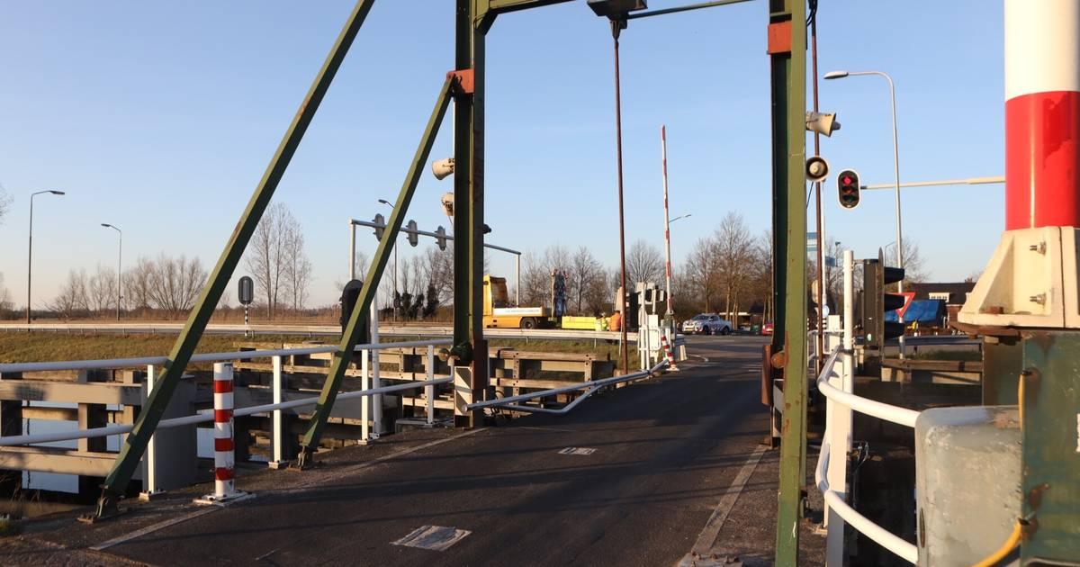 Erpsebrug nog uren dicht na ongeluk, provinciale weg bij Veghel weer wel vrijgegeven.