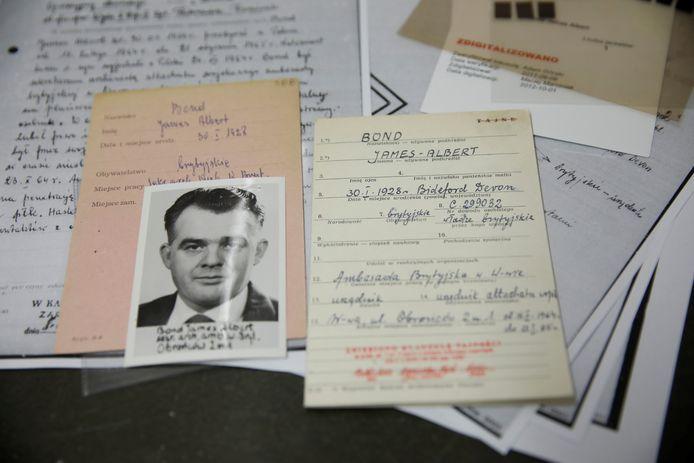 De documenten van James Albert Bond, die Brits agent geweest zou zijn.