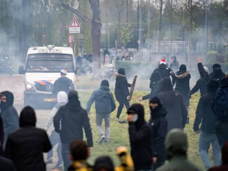 Ongeregeldheden rond supportersactie bij training Feyenoord: 8 aanhoudingen en 6 ME'ers naar ziekenhuis