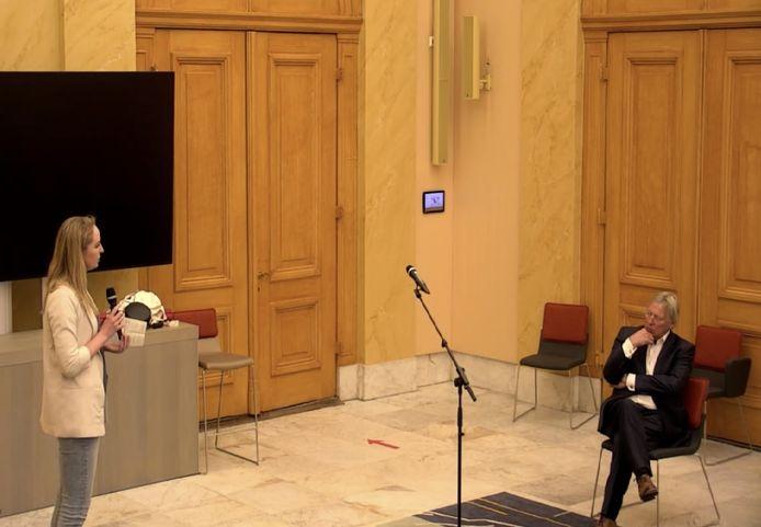 Waarnemend burgemeester Den Oudsten maakte maandagavond kennis met de gemeenteraad