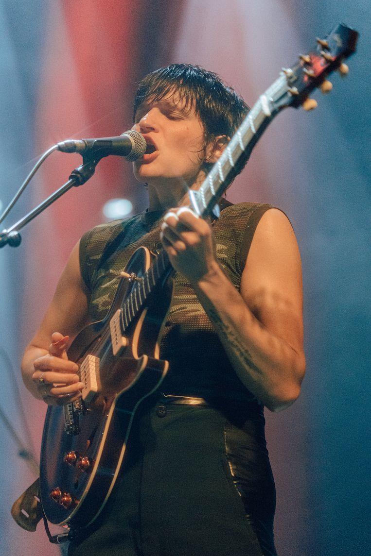 Er zijn weinigen die, net als Adrianne Lenker, je gemoed kunnen doen kapseizen met een stem en gitaarriff. Beeld Illias Teirlinck