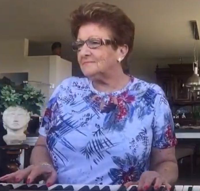 Joke in een van haar video's
