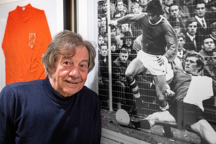 Eef Mulders speelde op 4 april 1971 zijn eerste en enige interland voor het Nederlands Elftal. Het shirt van die wedstrijd hangt nog altijd in het restaurant van zijn zoon, La Bagatelle.
