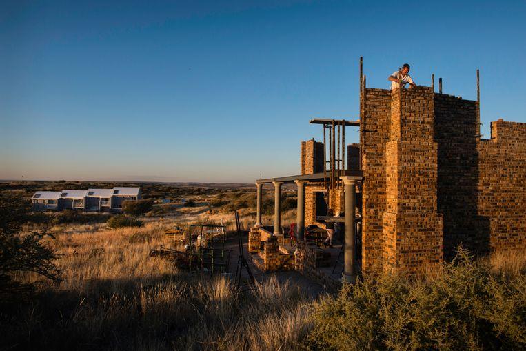 Terwijl de rest van de wereld in de ban is van #BlackLivesMatter, werkt het kleine dorpje Orania in het overwegend zwarte Zuid-Afrika juist aan het behoud van de witte Afrikaner cultuur. Het dorp groeit met 10 procent per jaar. Beeld Bram Lammers