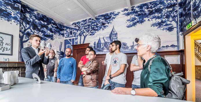 Een eerdere activiteit voor Delftse statushouders: in het kader van zomerschool een bezoek aan de Porceleyne Fles.