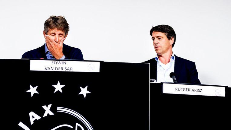 Algemeen directeur Edwin van der Sar maandag in de Johan Cruijff Arena. Naast hem de operationeel directeur van Ajax. Beeld anp