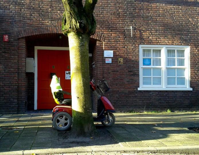 De oude voordeur van basisschool De Stappen.