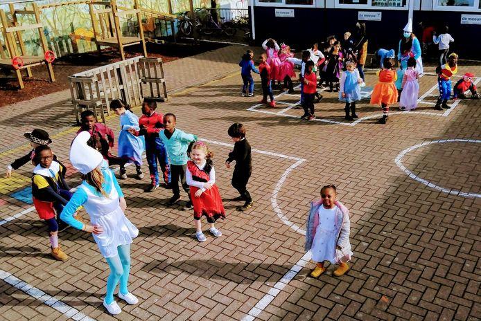 Carnaval in vrije basisschool 't Landuiterke in Denderleeuw.