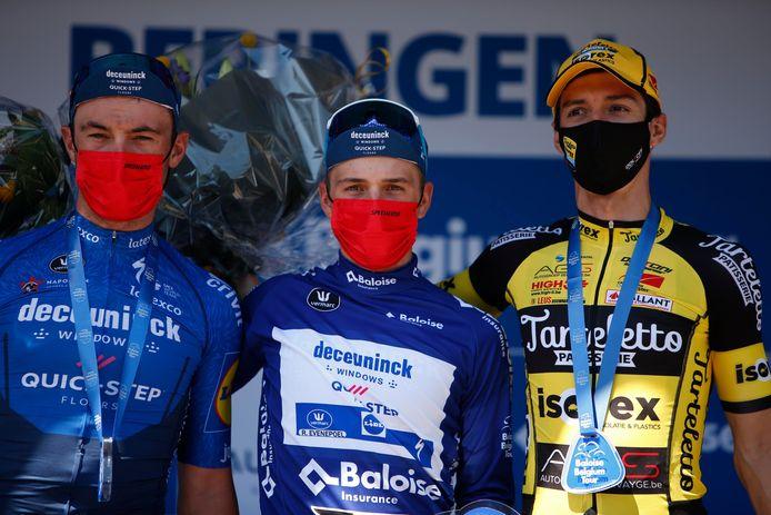 Tarteletto-Isorex -renner Gianni Marchand (r., naast eindwinnaar Remco Evenepoel) hield in het eindklassement van de Baloise Belgium Tour de derde plaats vast.