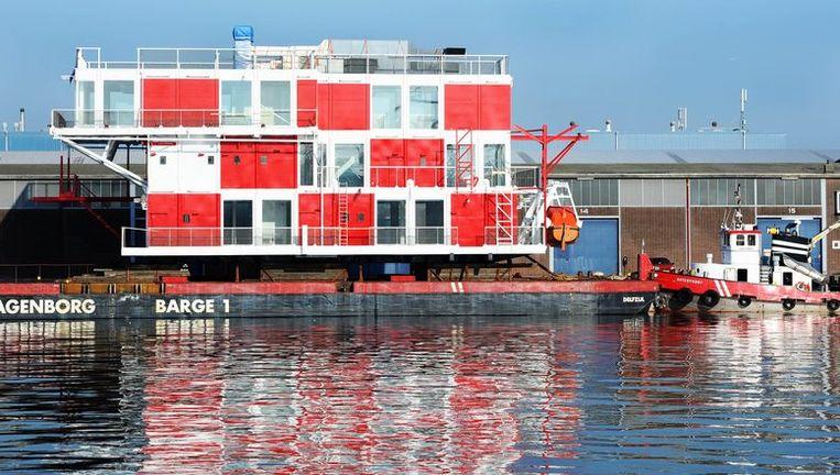 Het REM-eiland dinsdag ligt dinsdag bij Pier Afrika in Amsterdam. Foto ANP Beeld anp