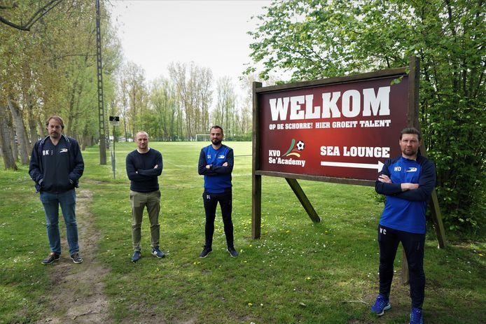 Vlnr.: Bram Keirsebilck, Nils Vanneste van de Se'Academy en jeugdcoaches Stijn Lammers en Wesley Deschacht.