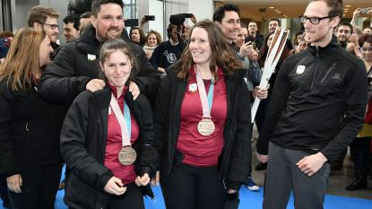 """Historische medaillewinnares Eléonor Sana krijgt feestelijk ontvangst: """"Ik besef het nog steeds niet helemaal"""""""