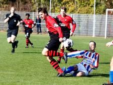 Quinten de Muer houdt Oostburg met vier doelpunten in spoor van koploper