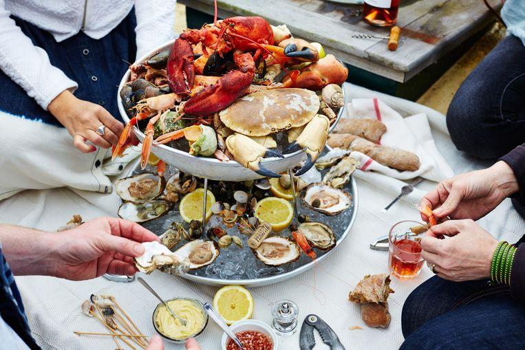 De Stach-winkel aan de Overtoom en het duurzame visbedrijf Fishtales hebben een Fruits de Mer Bar opgezet. Beeld Lara Stok