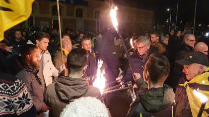 """Vlaams Belang voert actie tegen komst van asielcentrum in Kalmthout: """"Maar laten we het alsjeblieft wel vreedzaam houden"""""""