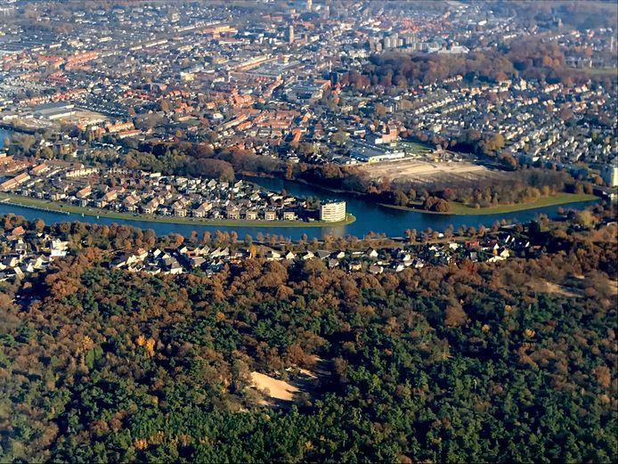 Het Wilhelminakanaal vanuit de lucht.