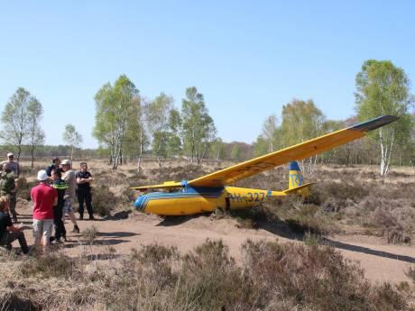 Zweefvliegtuig haalt vliegveldcentrum Terlet niet en belandt op heide in Arnhem