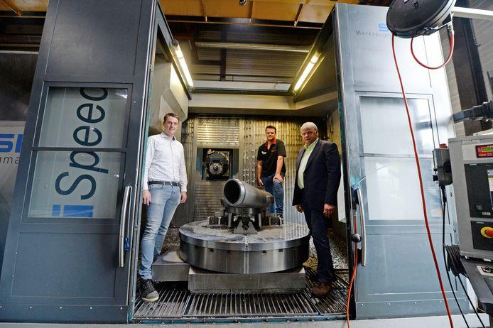 Het Hengelose metaalbedrijf AFMI Verspanende Industrie kwam voort uit het Stork-concern en is een  familiebedrijf. Vanaf links: zoons Frank en Chris Heerink, en vader Gerard.