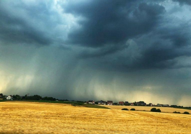 In Vossem, in de provincie Vlaams-Brabant, leverde een onweersbui deze prachtige foto op.