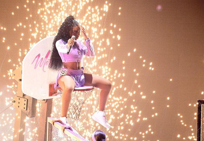 Normani maakte tijdens haar optreden duidelijk dat ze er was, met de nodige stunts en lichten.