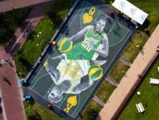 Vernieuwde basketbalveld naast Den Haag Centraal is nu het opvallendste van Nederland