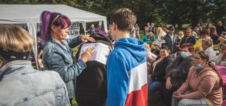"""Sint-Bernadettewijk organiseert zich tijdens bewonersvergadering : """"Al veel traantjes gelaten deze week"""""""