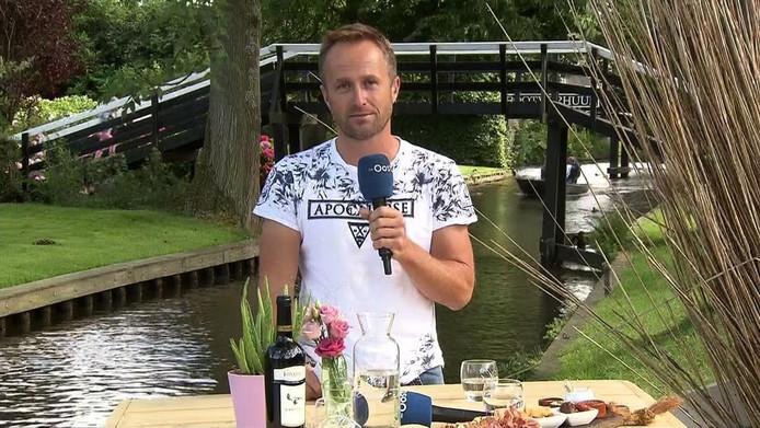 Bert Eeftink is een van de presentatoren van het programma Mooi Overijssel dat begin juli nog in Giethoorn was.