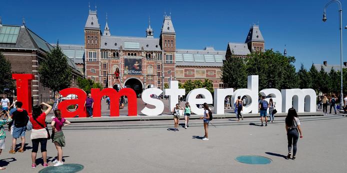 Breda wil wel een paar letters overnemen van de I amsterdam-letters die volgende week van het Museumplein worden verwijderd.  ANP ROBIN VAN LONKHUIJSEN