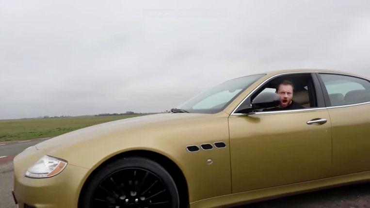 Beukers in zijn gouden Maserati Beeld YouTube