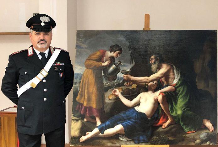 De Italiaanse politie toont het schilderij van Poussin dat tijdens de Tweede Wereldoorlog door de nazi's werd geroofd.