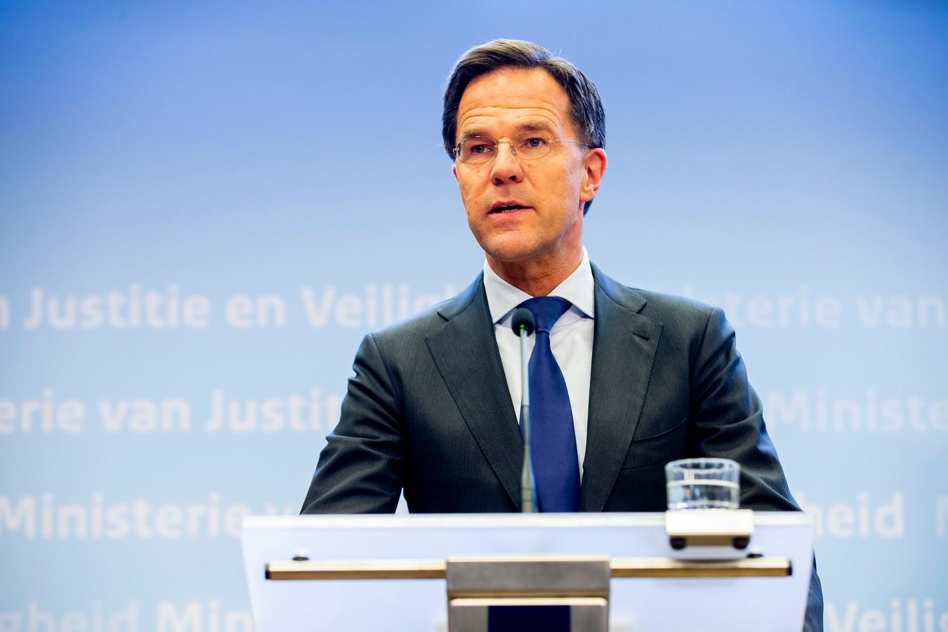 Premier Rutte tijdens de persconferentie van maandagavond.