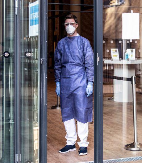 Ziekenhuizen slaan alarm: operaties afgezegd door grote toestroom coronapatiënten, te weinig plek op ic
