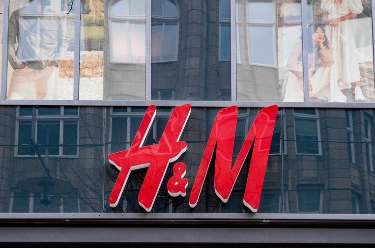 H&M logo.  Beeld Axel Heimken/dpa