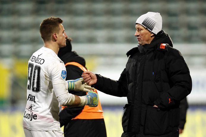 Roger Schmidt complimenteerde ondanks enorme teleurstelling na afloop van ADO-PSV (2-2) in februari doelman Martin Fraisl met zijn optreden.