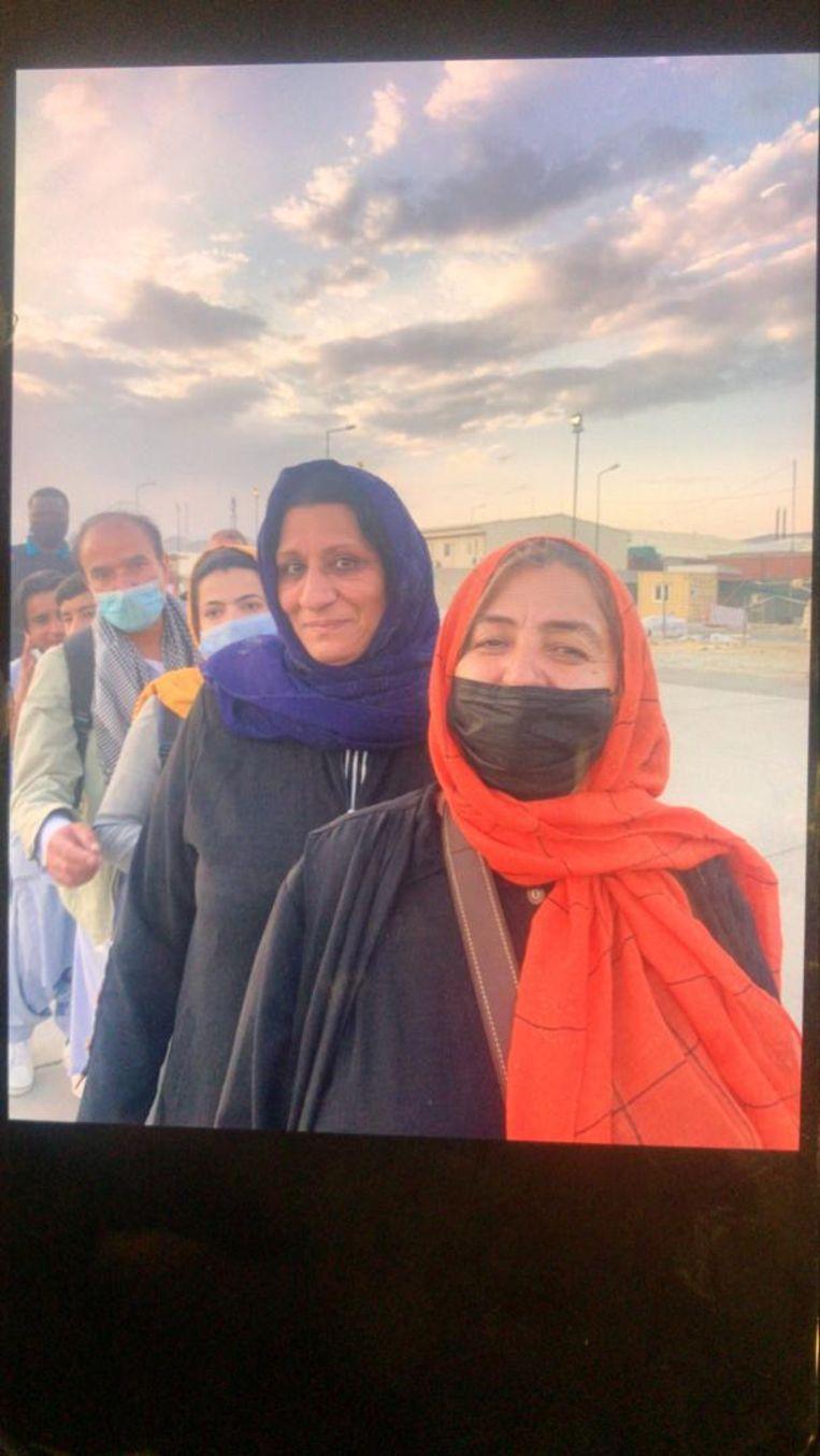 Op het vliegveld in Kaboel Beeld  Tahmeena Sattari