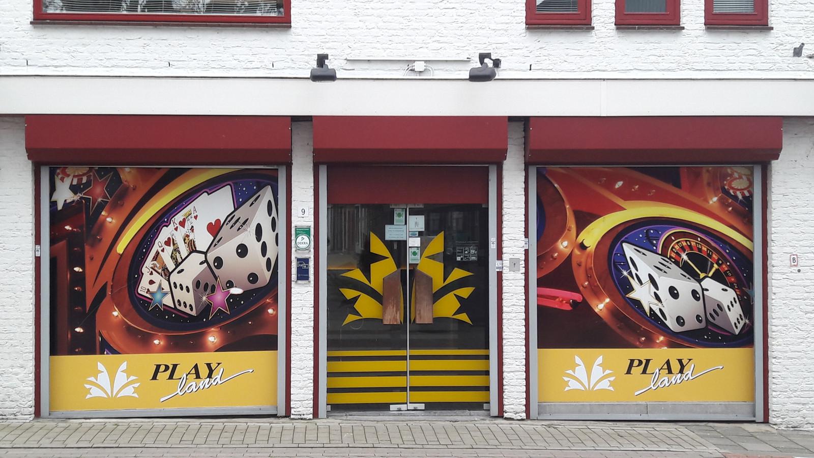 Speelautomatenhal Playland aan de Zeestraat aan de rand van het centrum van Axel.